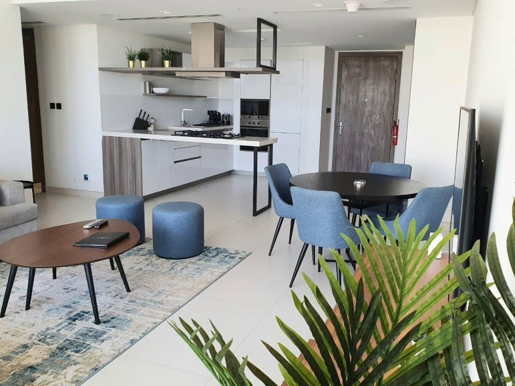 MODERN BEACHFRONT  2 BED  IN PALM JUMEIRAH