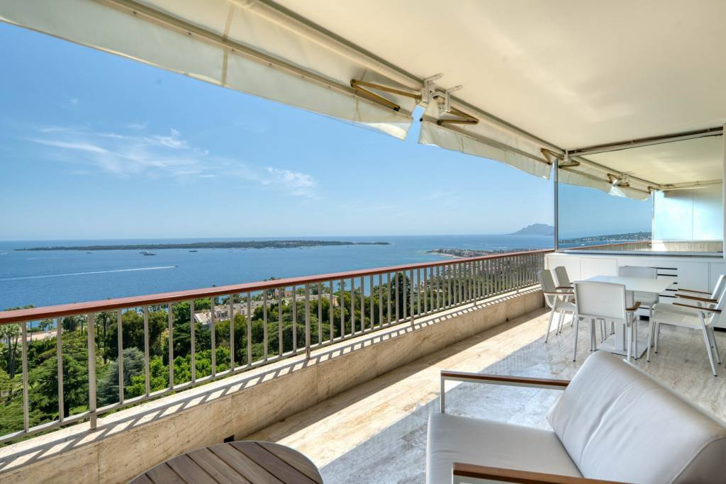 Cannes Californie breathtaking sea view very nice renovated apartment