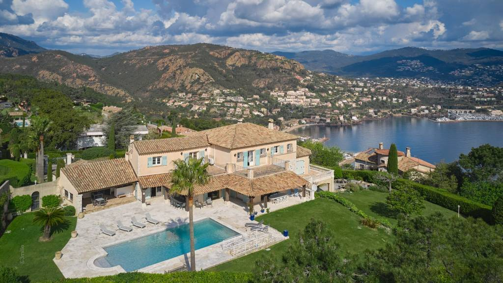 Magnificent provencal style property, panoramic sea view