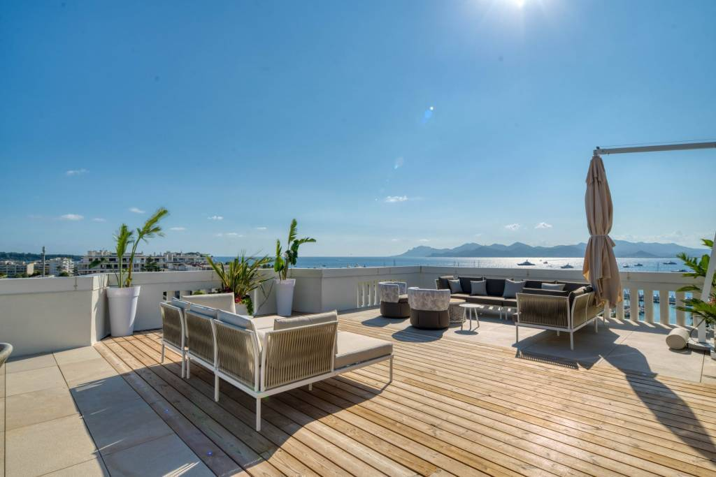Cannes Croisette Magnificent top terrace apartment with amazing sea view