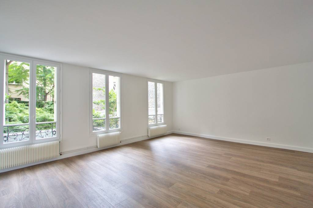 PARIS 8 / ST AUGUSTIN - UNFURNISHED TWO-BEDROOM APARTMENT