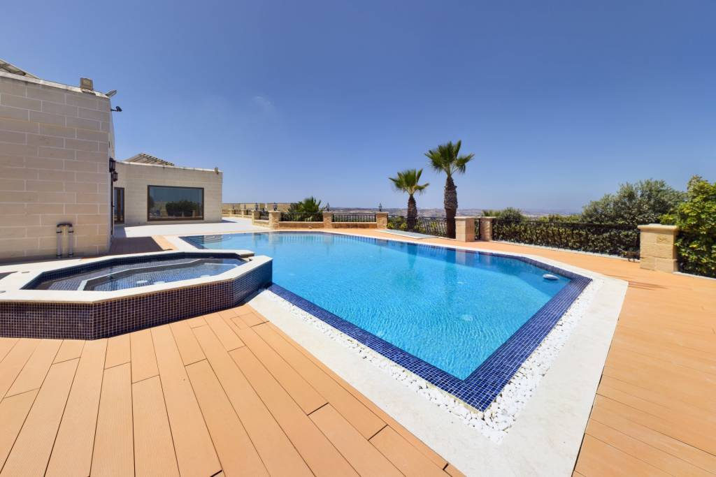 Exceptional Villa with Swimming-Pool in Birguma, Naxxar