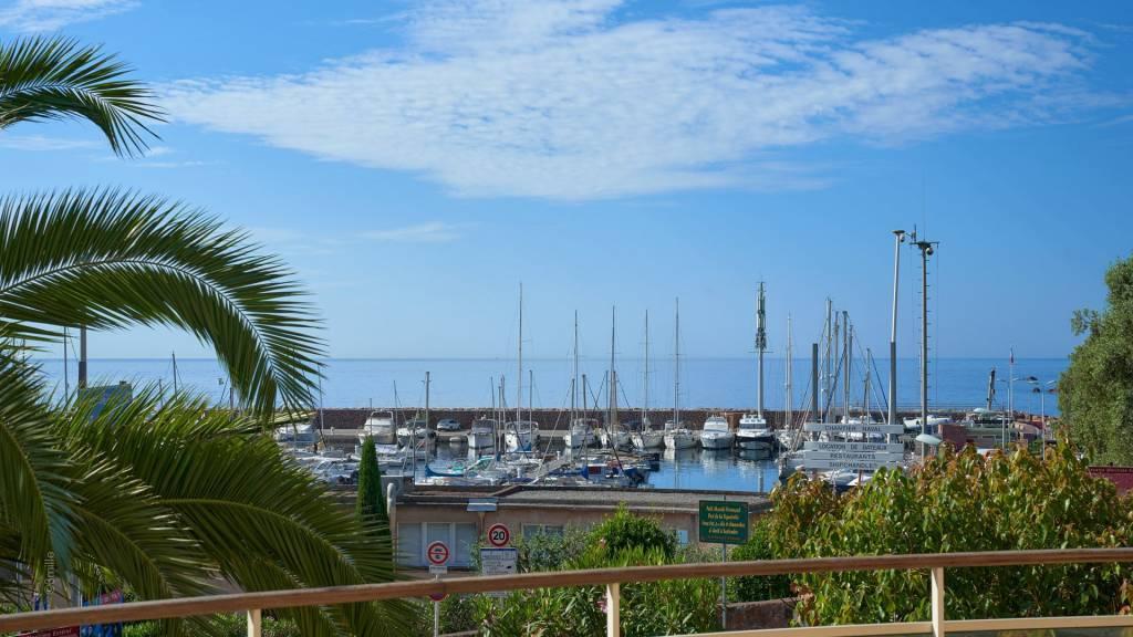 Théoule-sur-Mer magnificent apartment in sea front