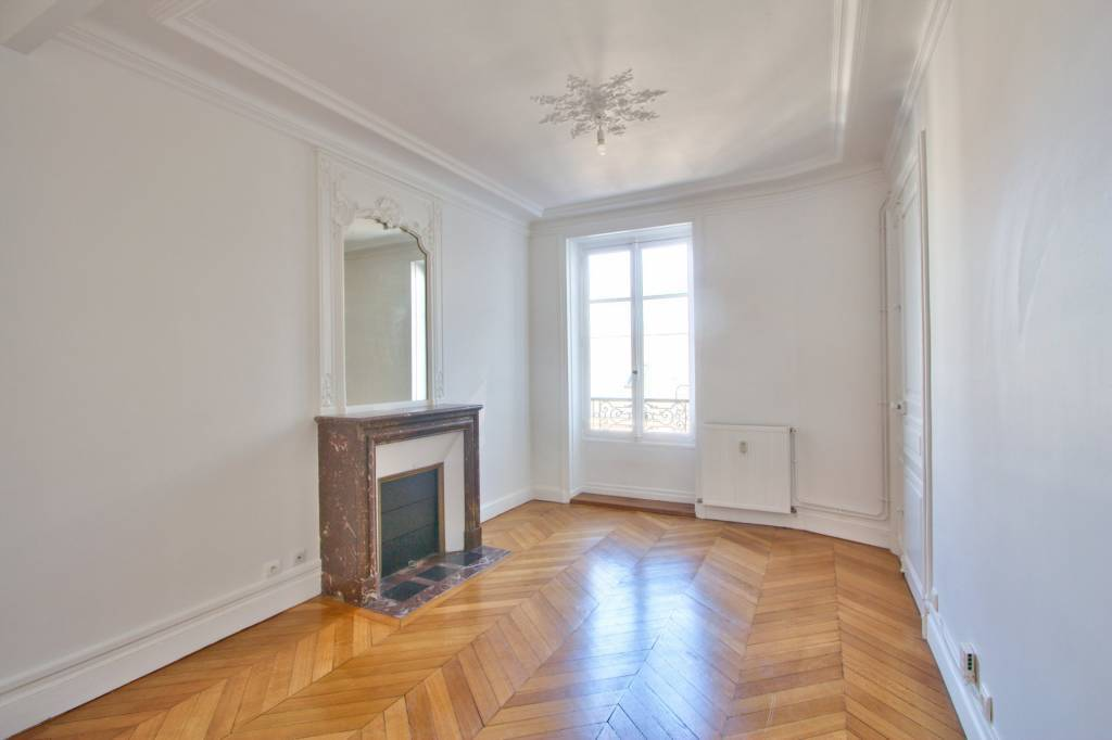 PARIS 17 / VILLIERS - UNFURNISHED ONE-BEDROOM APARTMENT