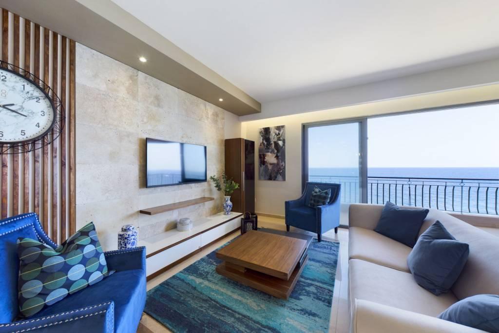 Splendid Seafront Apartment on Tower Road, Sliema