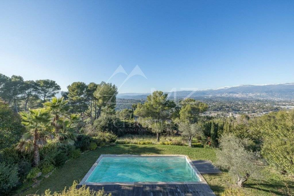 FOR SALE - MOUGINS - WALKING DISTANCE TO THE SHOPS
