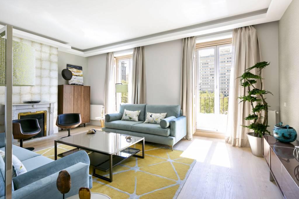 Brand new luxury at the exclusive Plaza de la Villa de Paris