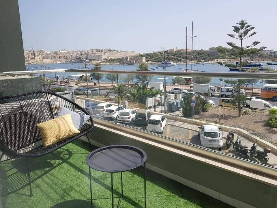 Lovely Seafront Three-Bedroom Apartment in Sliema