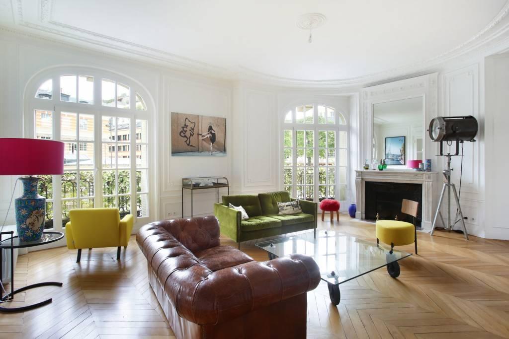 Two bedroom flat near Trocadero