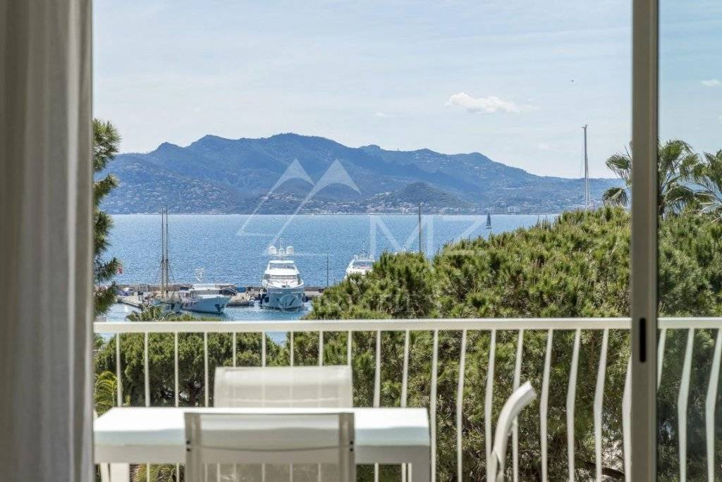 FOR SALE - CANNES - PORT CANTO - SEA VIEW APARTMENT