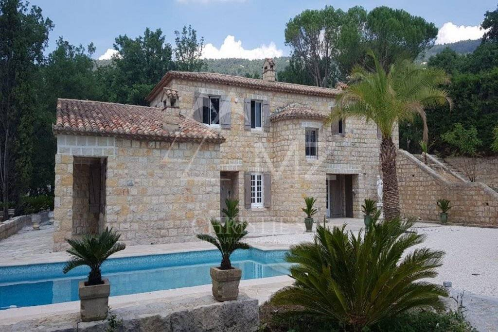 FOR SALE - CANNES BACKCOUNTRY - CHARMING VILLA WITH STONE FACADE