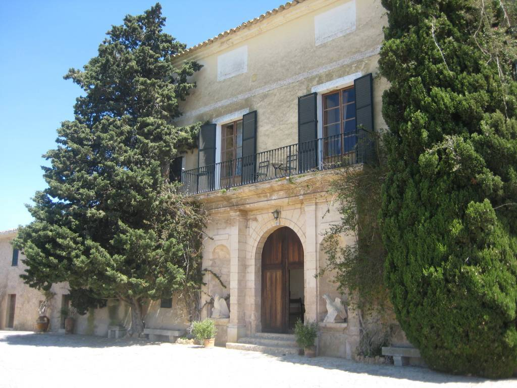 Historic estate with panoramic views
