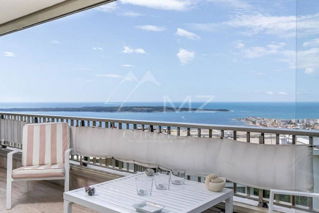FOR SALE - CANNES - CALIFORNIE - CORNER APARTMENT WITH PANORAMIC SEA VIEWS