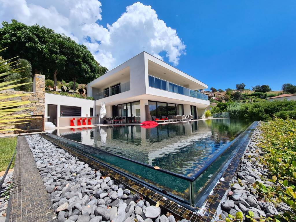 Close to Cannes contemporary new villa with panoramic sea view