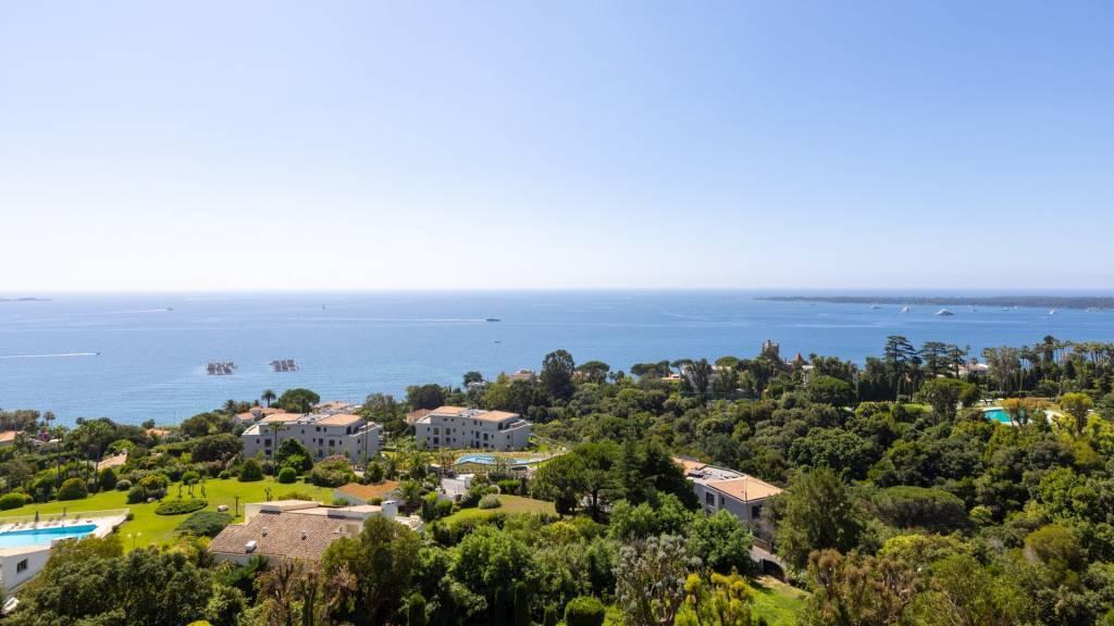Large 4 room apartment Superb panoramic sea view