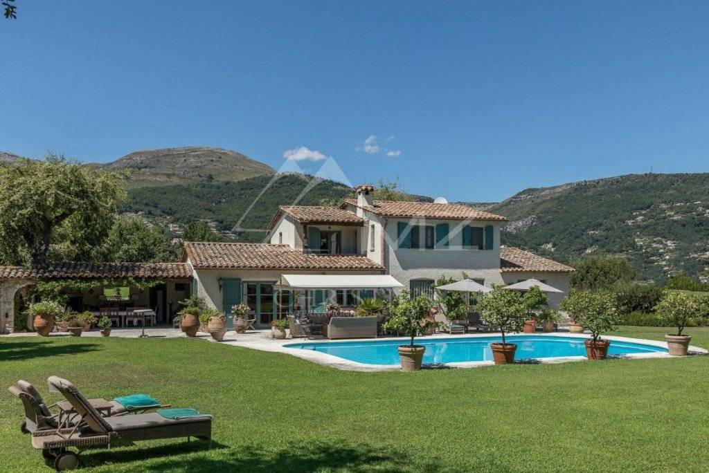 FOR SALE - VENCE -  CHARMING PROVENCAL VILLA WITH A TENNIS COURT