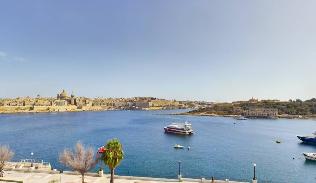 Superb Seafront Two-Bedroom Apartment in Sliema