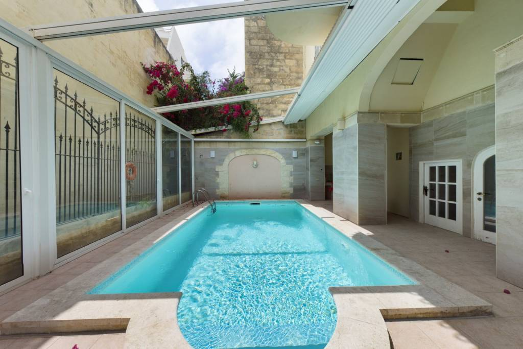 Five-Bedroom Townhouse with Swimming-Pool in Sliema
