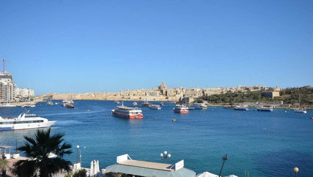 Modern Seafront Apartment at the Strand, Sliema