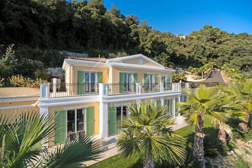 FOR SALE - CANNES BACKCOUNTRY - VILLA WITH SEA VIEW