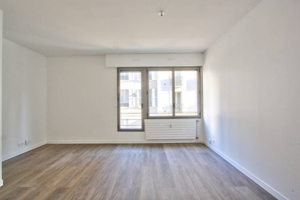 PARIS 17/VILLIERS - UNFURNISHED TWO-BEDROOM APARTMENT