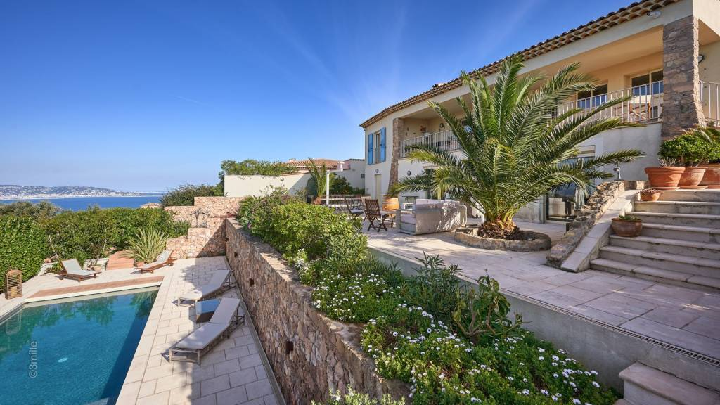 Théoule sur Mer at the top of a hill, superb recent villa with panoramic sea view
