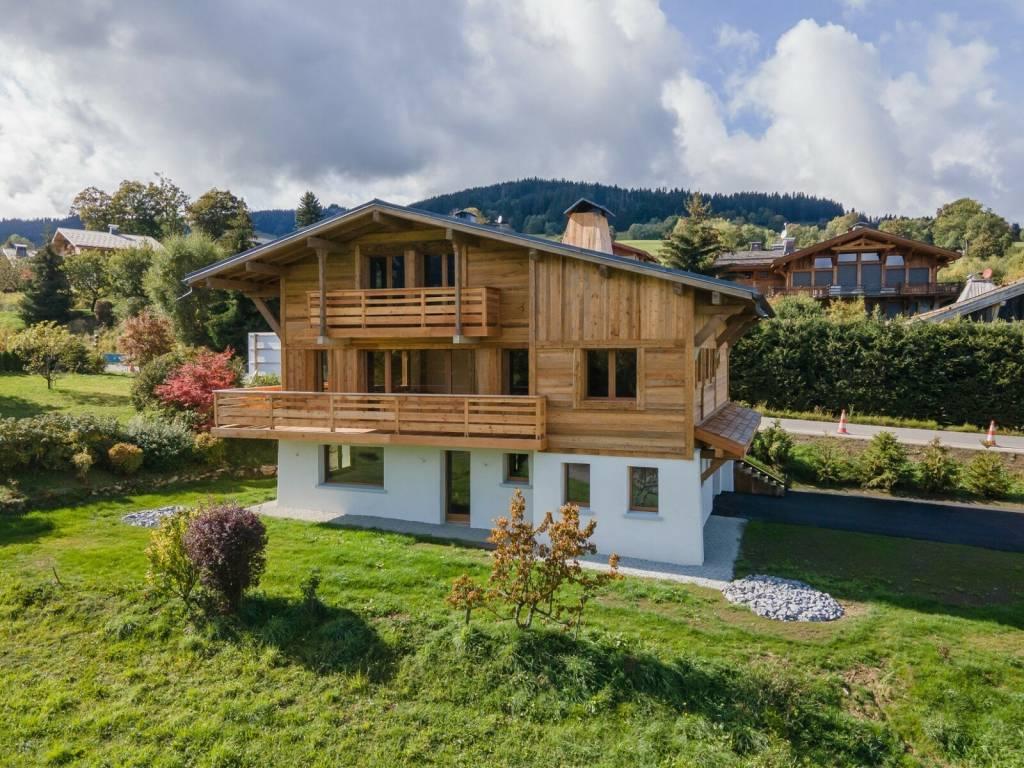 FULLY RENOVATED CHALET WITH MONT BLANC VIEW