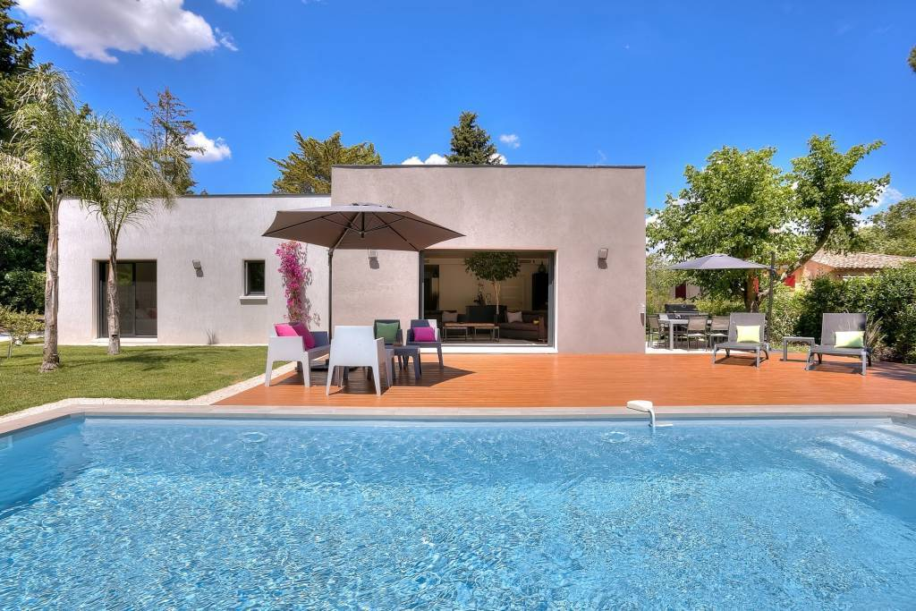 Residential area - One storey contemporary house