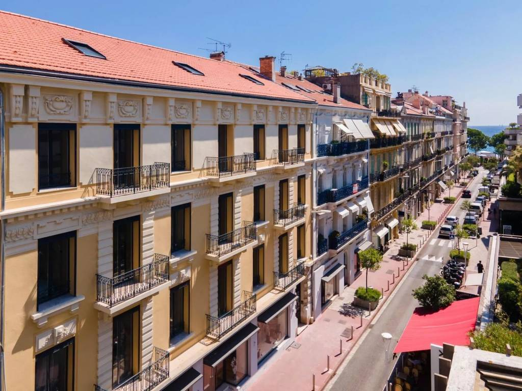 Cannes close to Croisette superb 2 bedroom new apartment