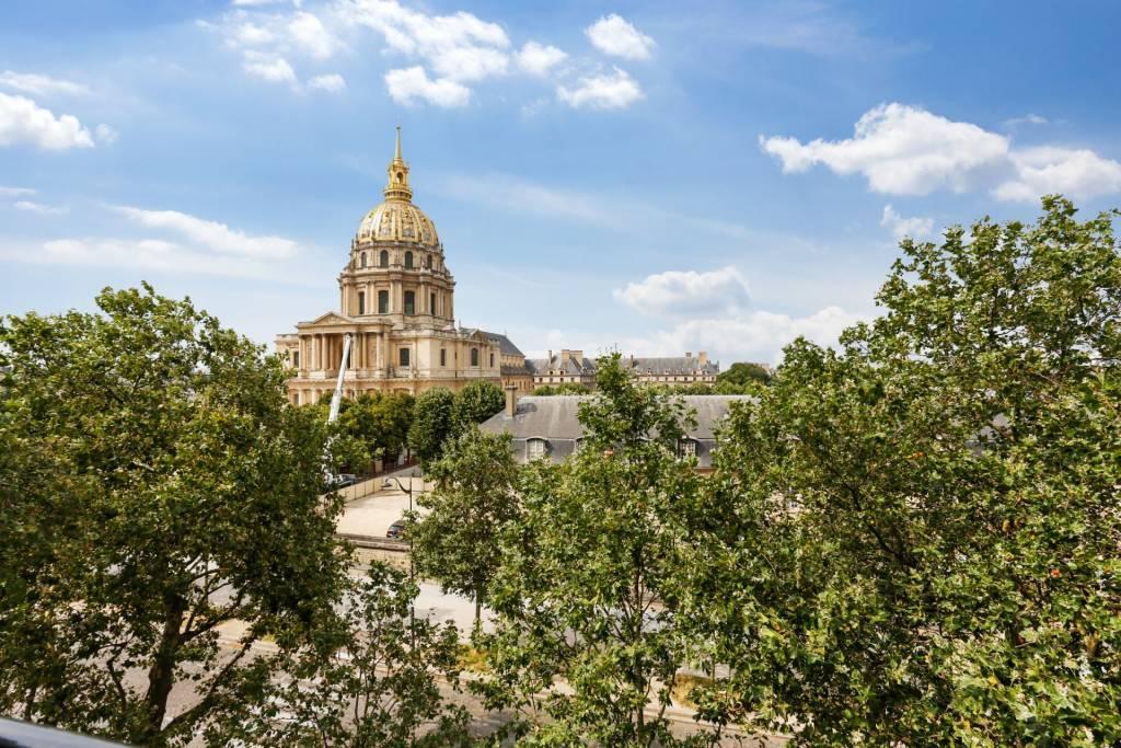 PARIS 7/ PLACE VAUBAN - TWO-BEDROOM APARTMENT