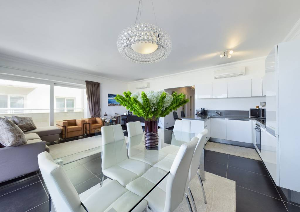 Lovely Apartment with Open Views in Fort Cambridge, Sliema