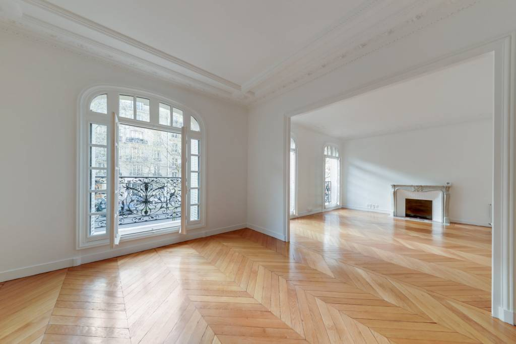 PARIS 7/ ECOLE MILITAIRE - Unfurnished 3-Bedroom Apartment