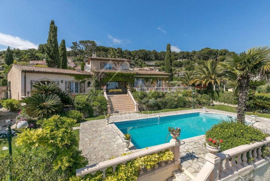 FOR SALE - CLOSE TO CANNES - BEAUTIFUL PROVENCAL VILLA OF CHARACTER WITH SEA VIEW