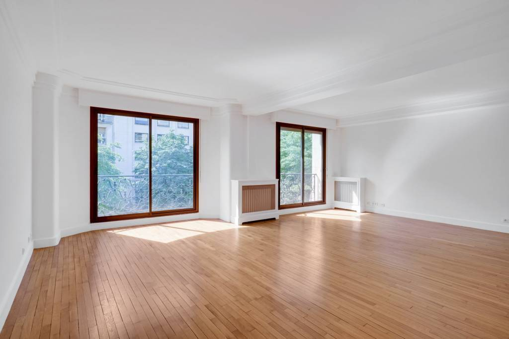 Paris 8 / Golden Triangle - Unfurnished Three-Bedroom Apartment