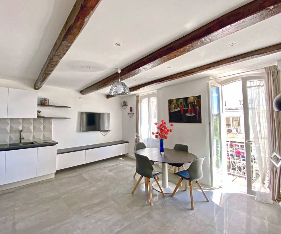 Lovely 2-Bed Apartment - Centre of Cannes - 2 minutes from Palais des Festivals