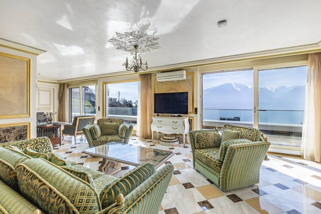 EXCLUSIVITY! Penthouse with a majestic view of the lake