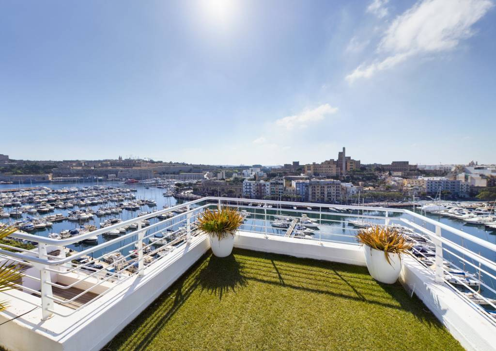 Exceptional Seafront Penthouse in Ta Xbiex with Roof Terrace